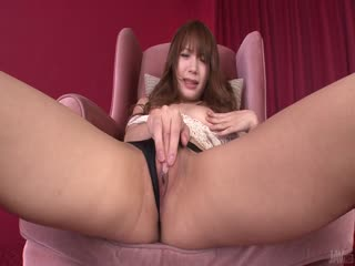青少年辣妹绫香 Fujikita 乱搞自己与亚洲的振动器
