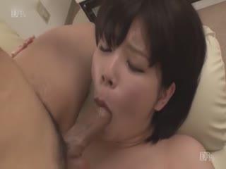 不戴胸罩透明乳首の美人妻 芦川芽依