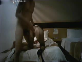 性感黑丝大长腿美女酒店被各种爆操床上干完又拉到卫生间干,太能折腾了