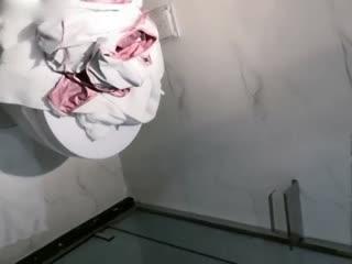超极品真实18岁校花〖大一学妹〗豪华酒店和班长激情沙发震 口爆裹射